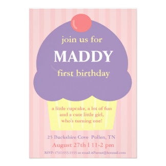 Convite roxo do aniversário do cupcake