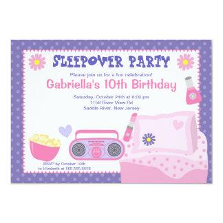 Convite roxo do aniversário do divertimento do