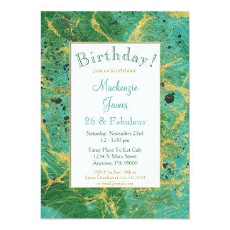 Convite verde do aniversário do abstrato do ouro