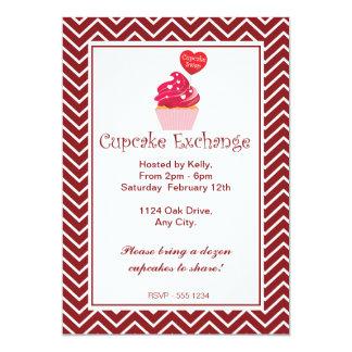 Convite vermelho da troca do cupcake de Chevron