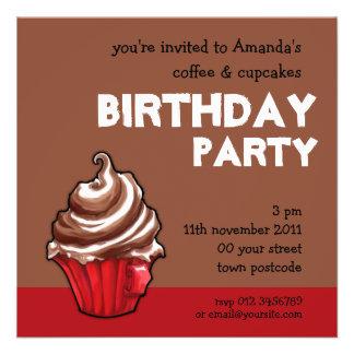 Convite vermelho do aniversário do café do cupcake