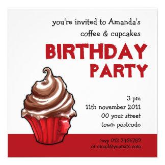 Convite vermelho do aniversário do cupcake do café