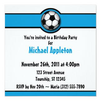 Convites azuis do aniversário da bola de futebol