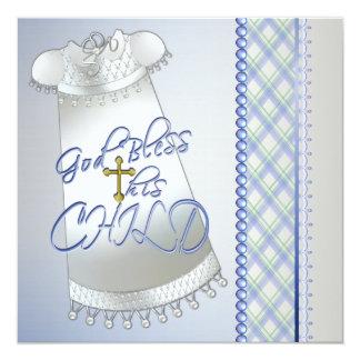 Convites azuis do batismo dos meninos brancos da