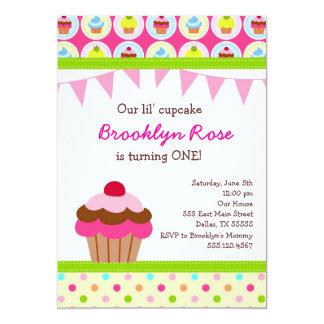 Convites brilhantes do cupcake - primeira festa de