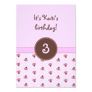Convites cor-de-rosa 2 do joaninha da menina