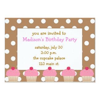 Convites cor-de-rosa dos cupcakes das bolinhas