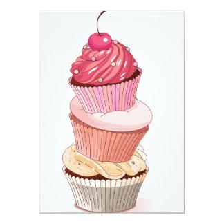 Convites da pilha do cupcake