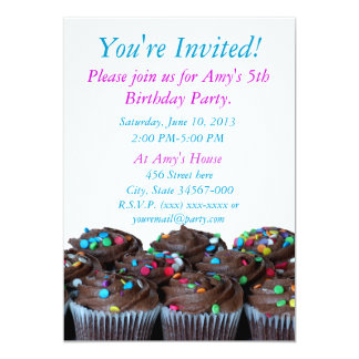 Convites dos cupcakes do chocolate