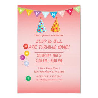 Convites gêmeos cor-de-rosa corais da festa de