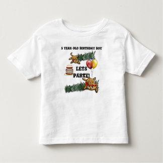 Convites ultra bonitos do aniversário do safari do camisetas