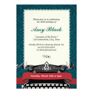 Convites verdes do aniversário da máquina de escre