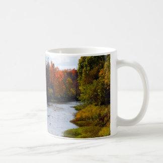 Copo de café bonito com o rio cénico de Cass Caneca De Café