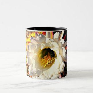 Copo de café branco da flor do cacto caneca de café em dois tons