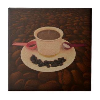 Copo de café com pedaços de chocolate escuro