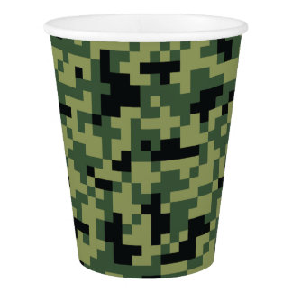 Copo De Papel Camuflagem geométrica verde do pixel. Camo seu