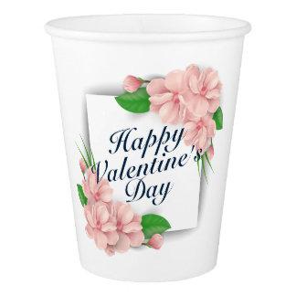 Copo de papel da grinalda floral elegante do dia