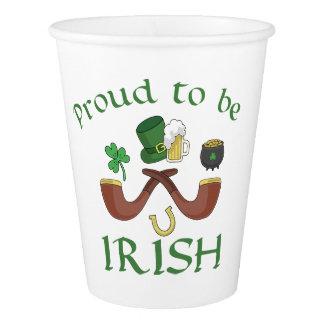 Copo De Papel Orgulhoso ser tubulações irlandesas e chapéu verde