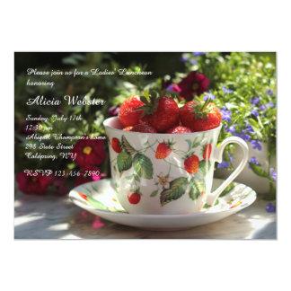 Copo do convite do almoço das morangos