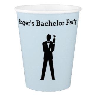 Copos de papel do solteiro ou da festa de noivado