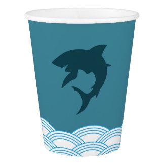 Copos de papel do tubarão