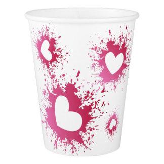 Copos de papel dos corações cor-de-rosa bonitos