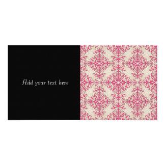 Cor-de-rosa chique e fora da cor damasco floral cartão com foto