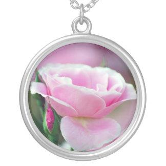 Cor-de-rosa cor-de-rosa agradado e significado colar com pendente redondo