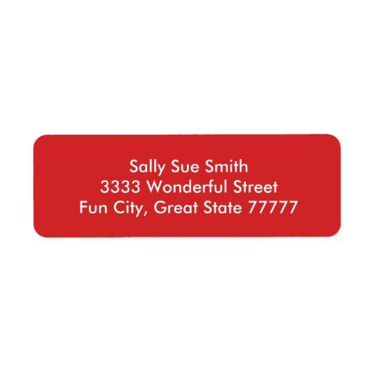 Cor vermelha brilhante segura etiqueta endereço de retorno