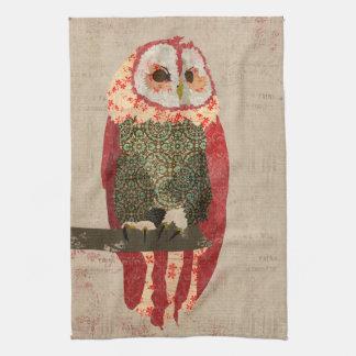 Cora a toalha da coruja do inverno