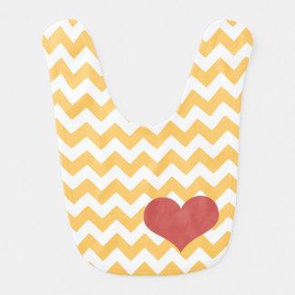 Coração amarelo do ziguezague de Chevron Babador De Bebe