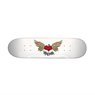 Coração coroado mamã do tatuagem com asas skates