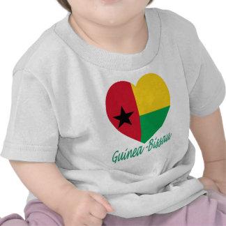 Coração da bandeira de Guiné-Bissau Tshirts