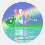 Coração da esmeralda do aniversário de maio adesivo redondo