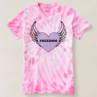 Coração da liberdade com a camisa da Laço-Tintura
