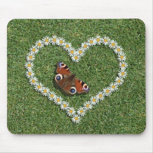 Coração do amor da margarida e borboleta Mousepad/