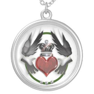 coração do claddagh colar banhado a prata