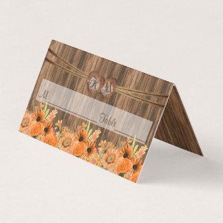 Coração do monograma com os cartões florais