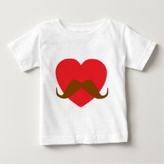 coração e bigode vermelhos camisetas