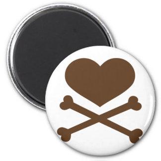 coração e marrom dos crossbones ímã redondo 5.08cm