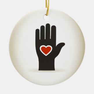 Coração em uma mão ornamento de cerâmica