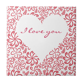 Coração floral no branco vermelho com um nome azulejo quadrado pequeno