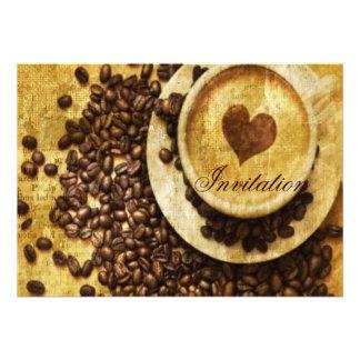 coração moderno do cappuccino dos feijões de café  convites personalizados