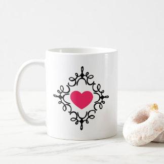 Coração na caneca de café do quadro