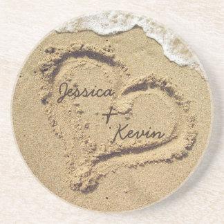 Coração personalizado nas portas copos da areia porta-copo