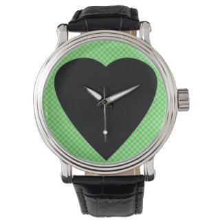 coração preto e relógio verde
