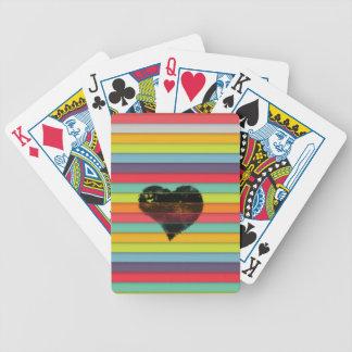 Coração preto no fundo funky dos azulejos baralho de poker