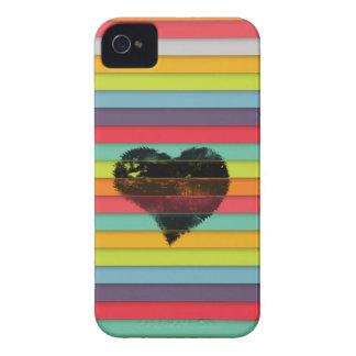 Coração preto no fundo funky dos azulejos capa para iPhone 4 Case-Mate