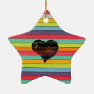 Coração preto no fundo funky dos azulejos ornamento de cerâmica estrela