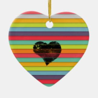 Coração preto no fundo funky dos azulejos ornamento de cerâmica coração